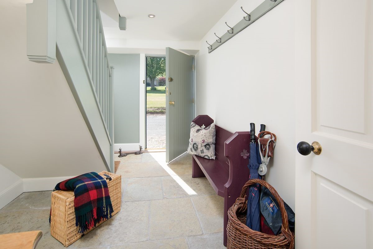 Pigeon Loft - entrance hall with hanging space