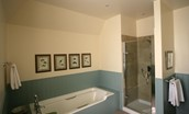 St Cuthbert's Farmhouse - family bathroom