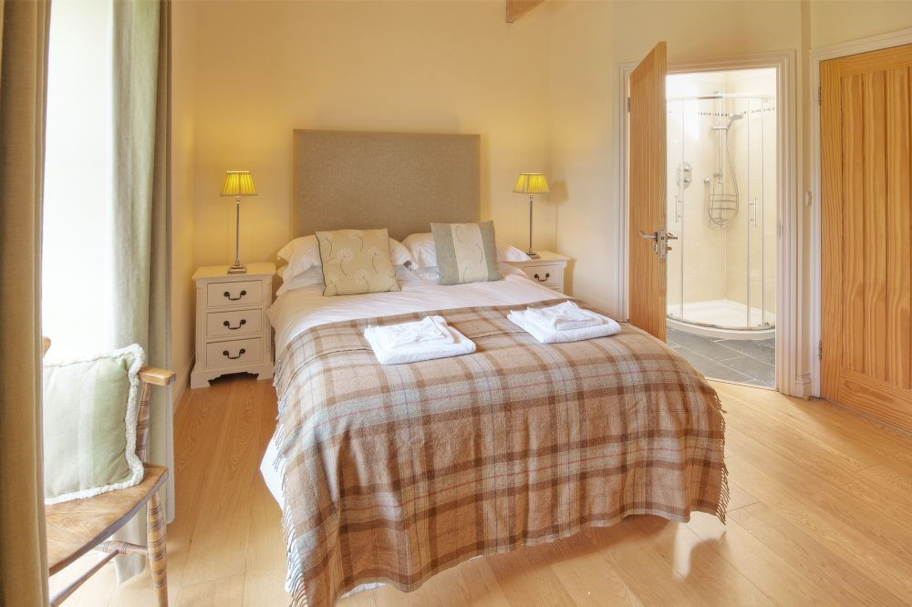 The Dovecot - bedroom four with en suite bathroom