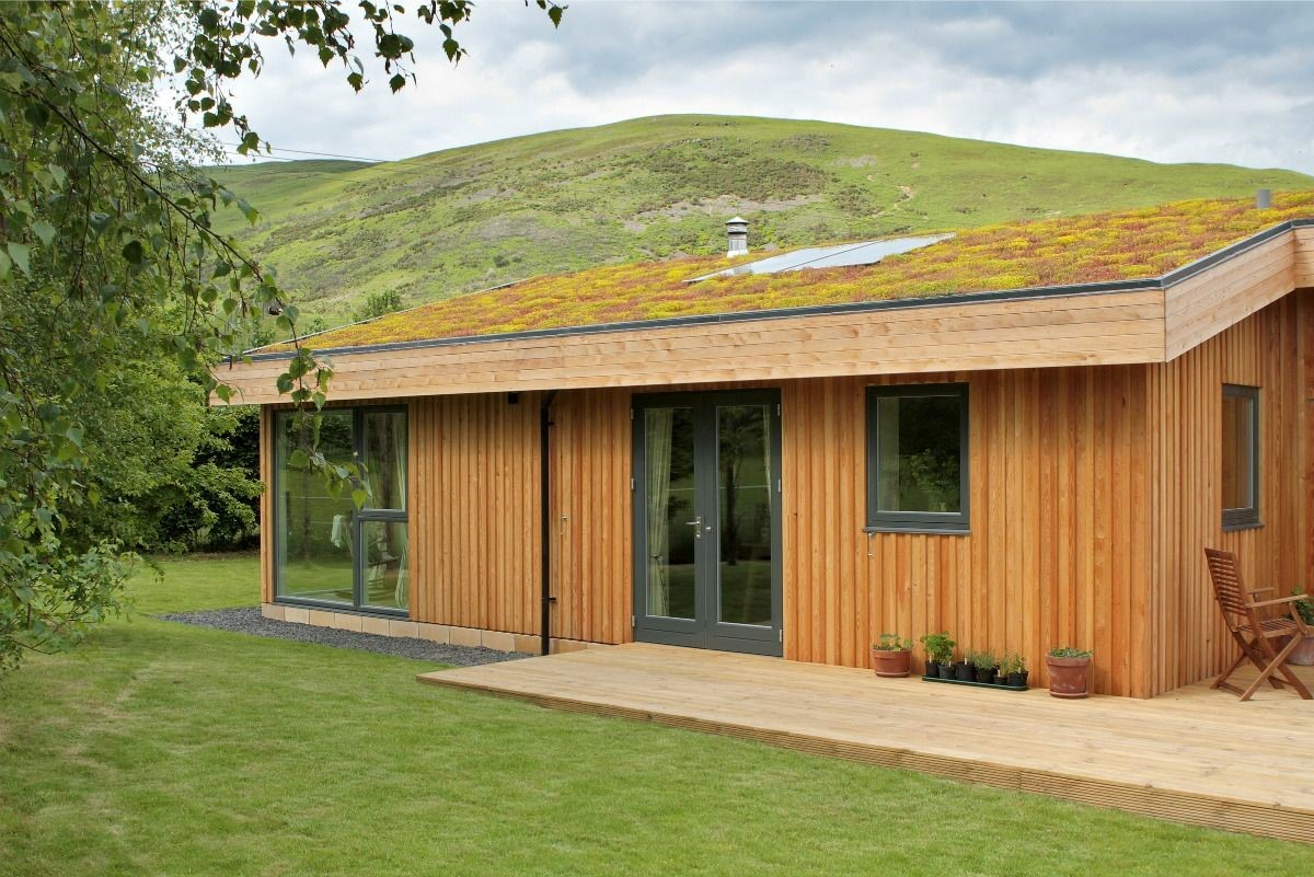 The living sedum roof and wooden cladding ensure this house is unique in our portfolio. A truly eco-chic hideaway!