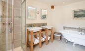 The Mill - Elm bedroom en suite bathroom