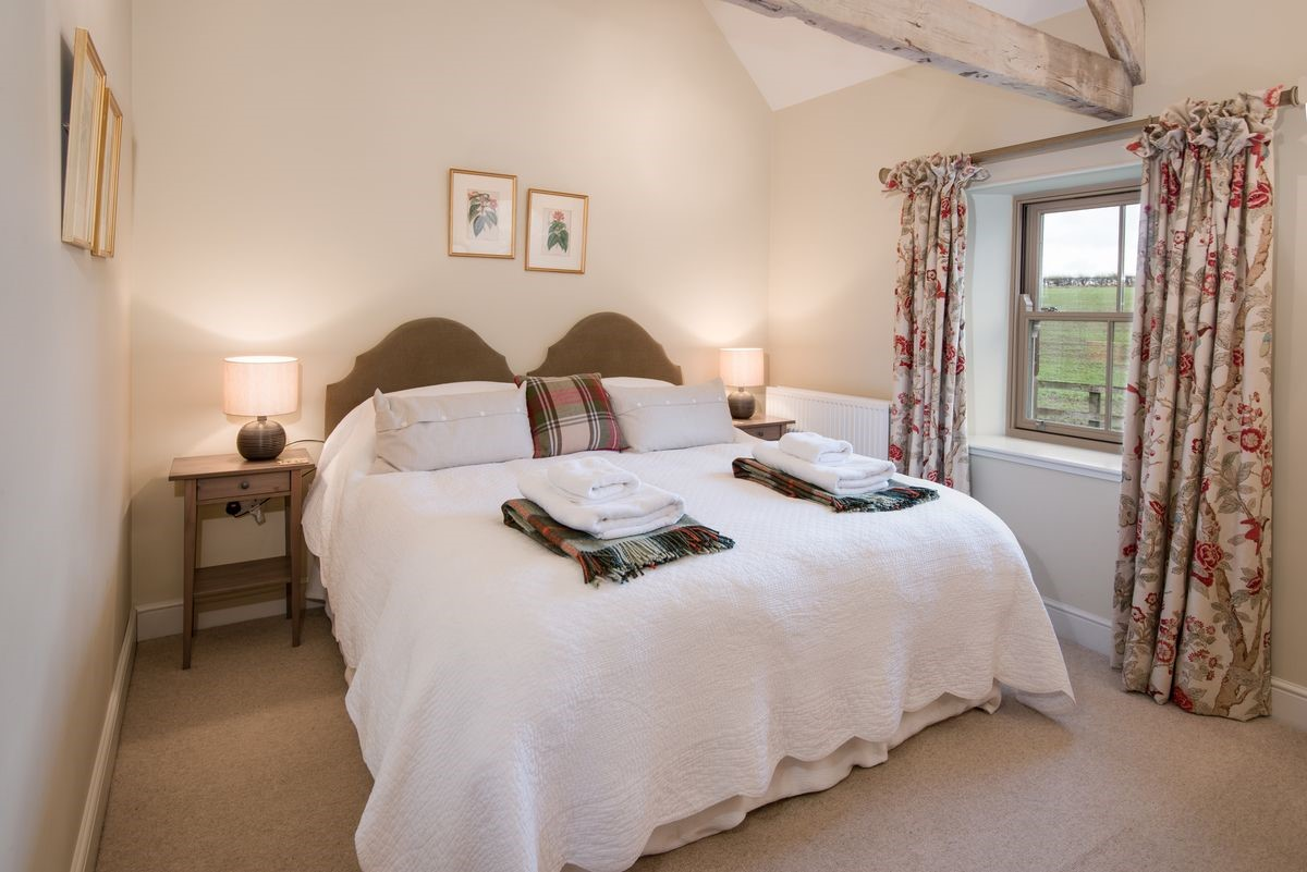 The Smithy, Crookham - bedroom with zip and link beds