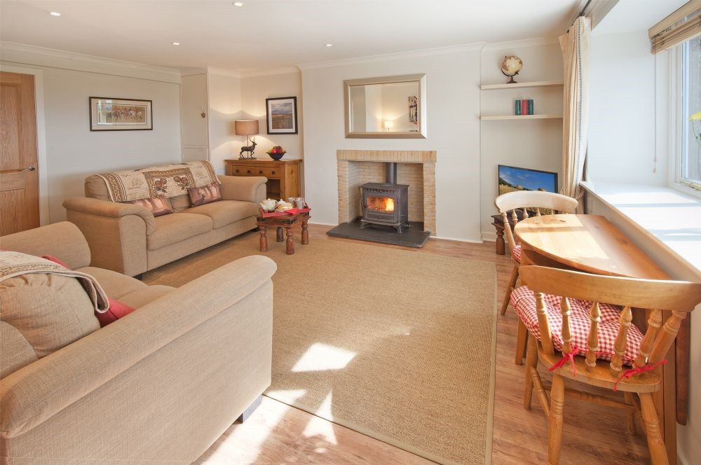 Three Acre Cottage - sitting room & dining area