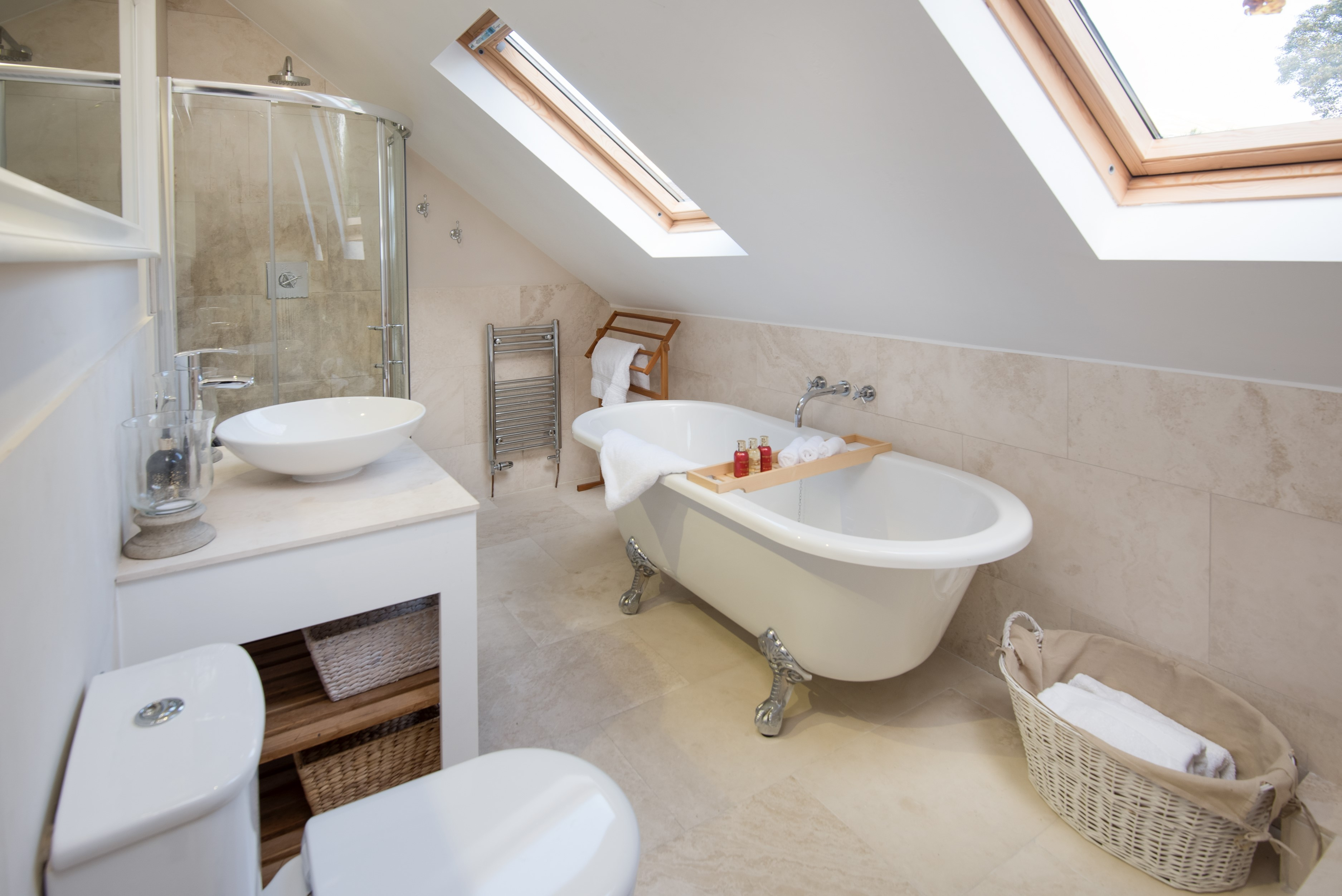 Kirkton House - bedroom two en suite bathroom
