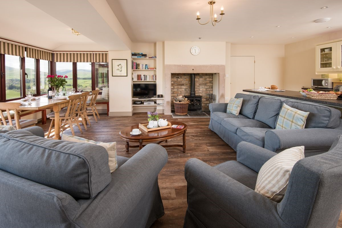 College Cottage - open plan living area