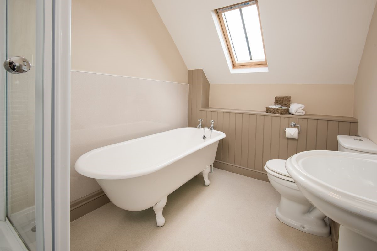 College Cottage - bedroom three en suite bathroom with rolltop bath