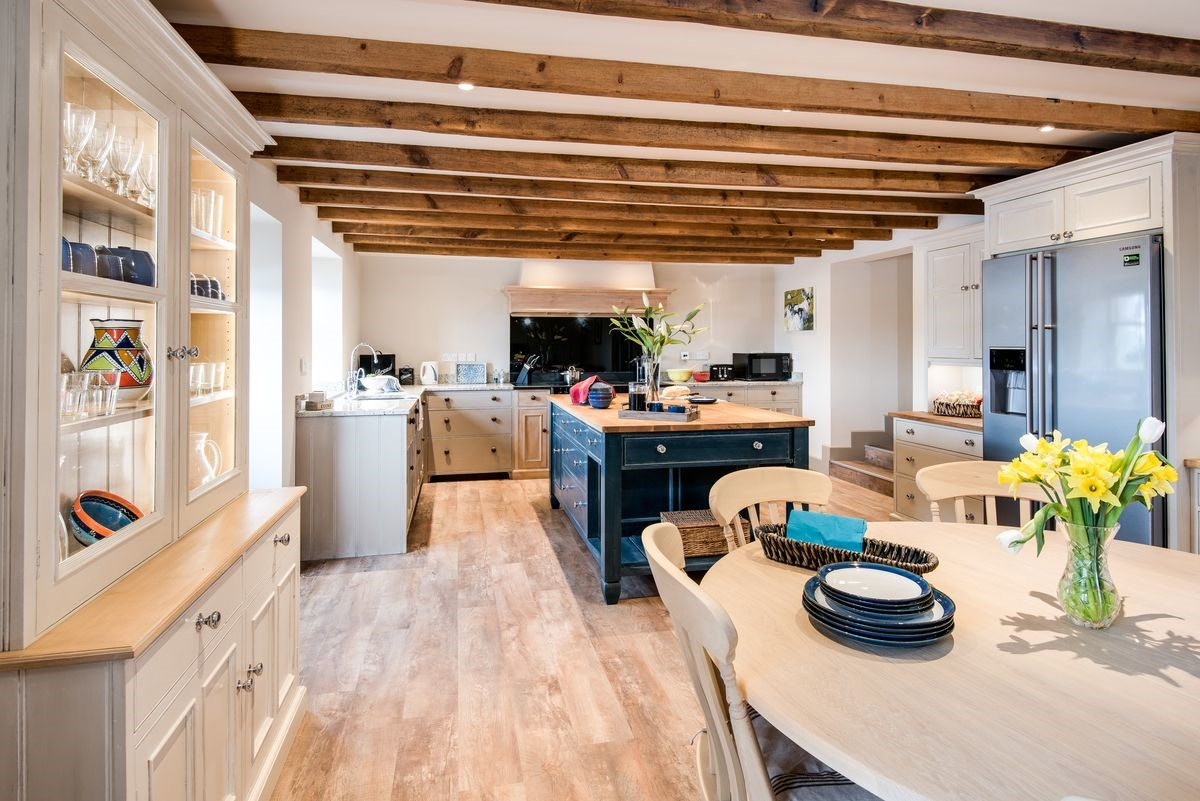 Enjoy some together time while you cook, eat, socialise and relax in the large kitchen and snug area.