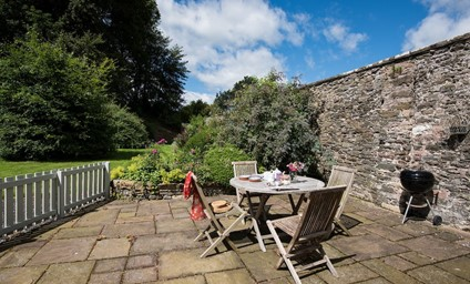 This cottage rests gently on the edge of the original walled garden amidst glorious scenery. The perfect setting for a relaxed break.