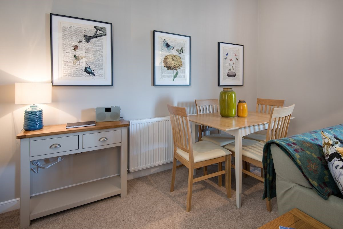 Curlew Cottage - sitting room dining space