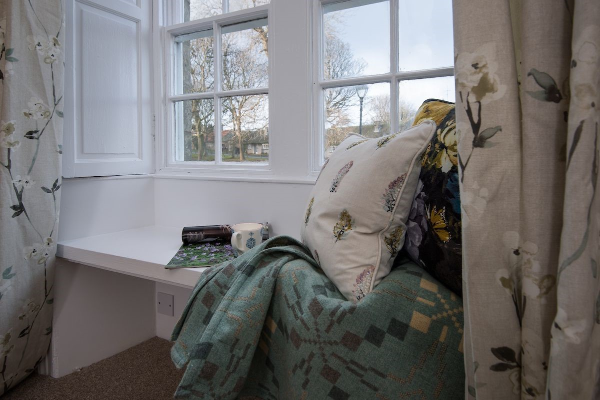 Curlew Cottage - bedroom close up