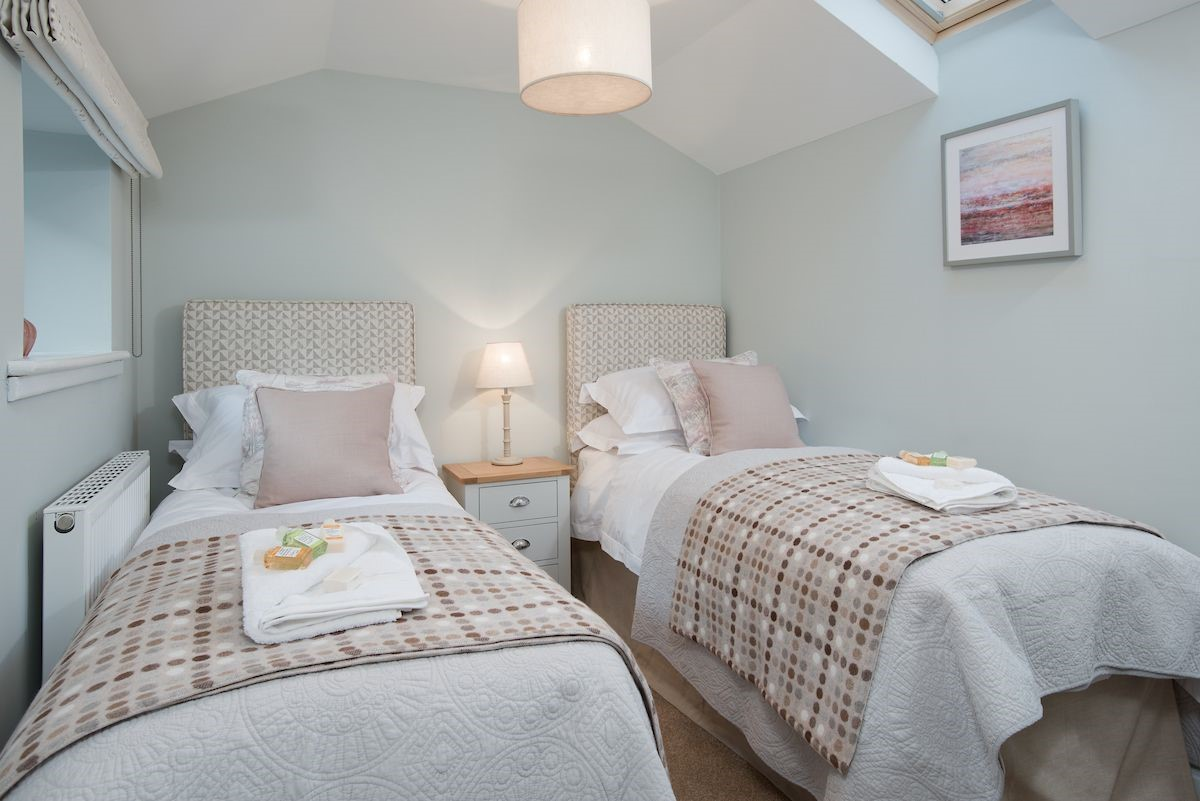 Rose Cottage - bedroom two