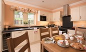 Dryburgh Stirling One - kitchen & breakfast table