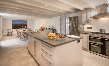 The house is made for convivial gatherings…cook up a storm in the state-of-the-art kitchen and spend evenings making merry in the stylish social spaces.