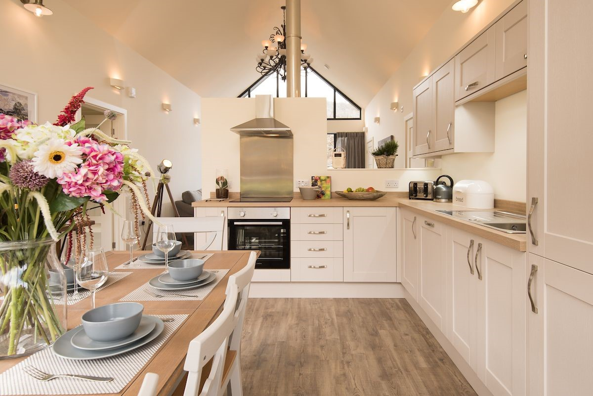 Mallow Lodge - kitchen & dining area