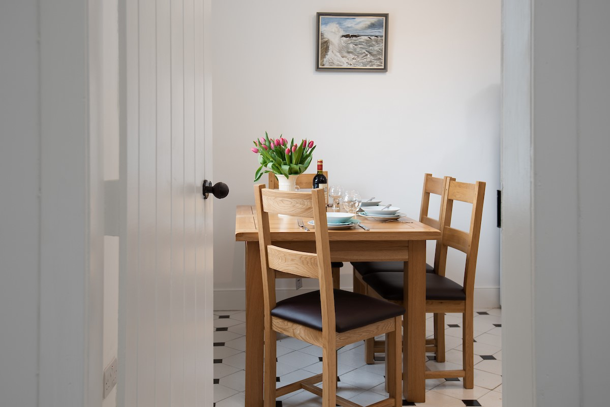 Windyrig - dining table