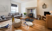 Chaffinch Cottage - sitting room/dining area