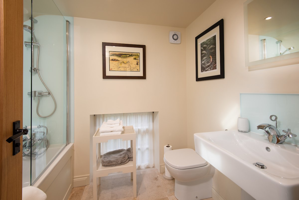 Countess Park - bedroom four en-suite bathroom