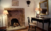 Fenton Tower - The Erskine - with original stone fireplace